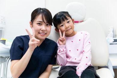 虫歯にならない環境を作り、怖い先生から優しいお姉さんに診てもらえる歯科医院へと変貌を遂げました。