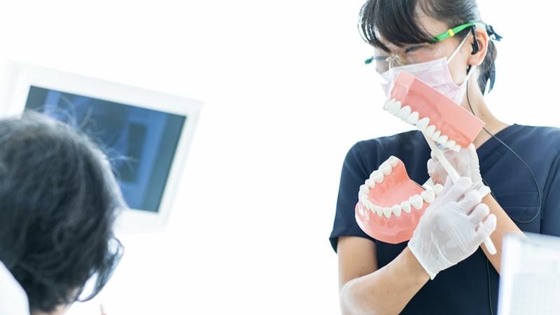 当院では様々な道具も使いながら歯の磨き方から指導