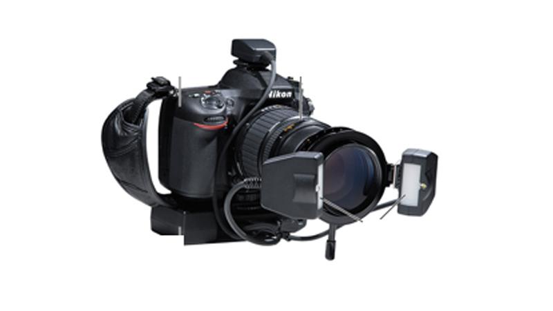 前歯の色をキレイに再現する為専用のカメラ