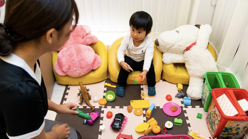 子供好きのスタッフが対応させて頂きますので、お子様を預けて治療することが出来ます。