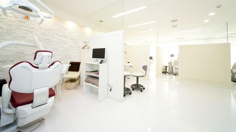 閉所が苦手な方は開放的なオープンスペースの診療室へ