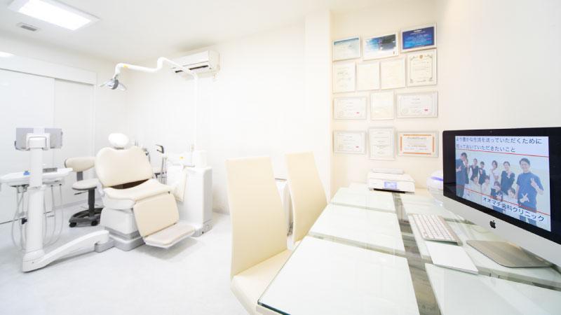 カウンセリングコーナーを完備したお話を詳しく伺う為の個室の特別診療室