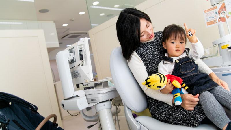 診療台のスペースを広めに設計しておりますので、車椅子やベビーカーのまま診療室までお入りいただけます